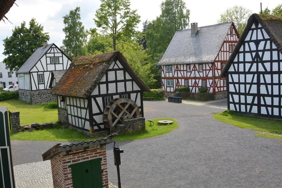 Hermann joseph schuh bilder news infos aus dem web Burg hachenburg